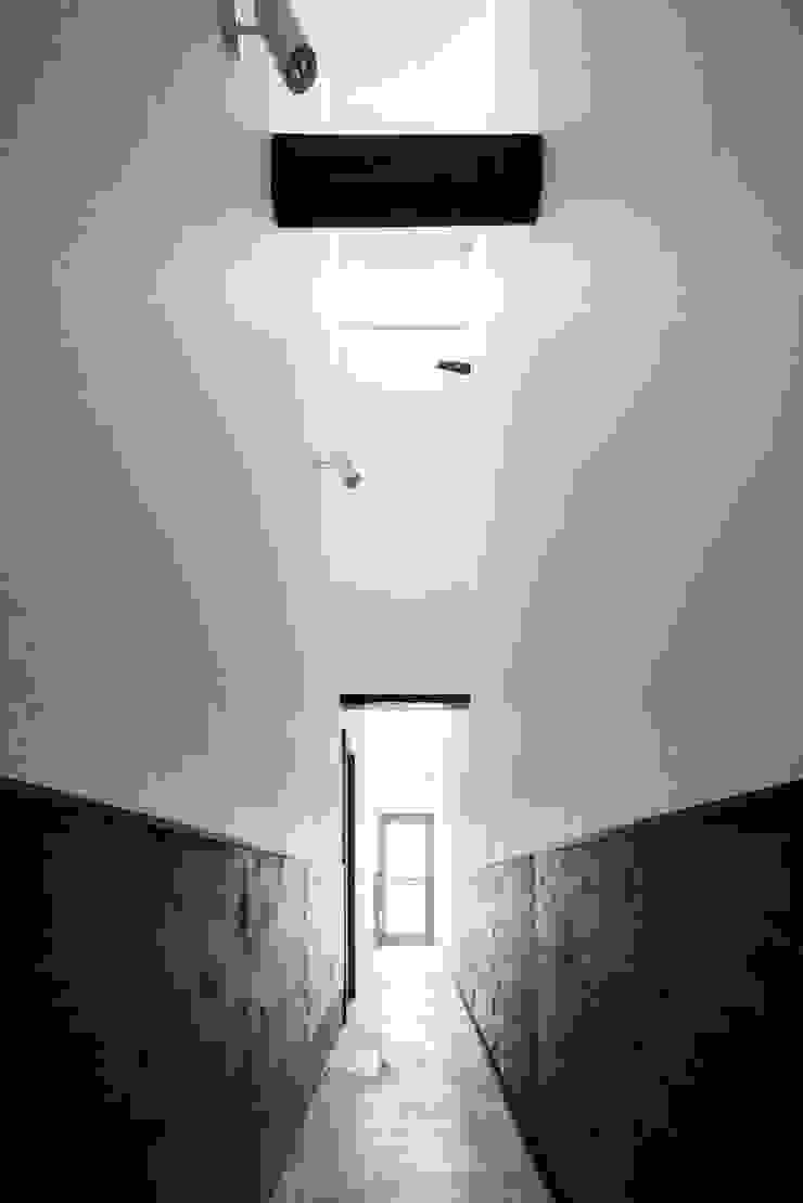 花しょうぶ通りの家・通り庭 和風の 玄関&廊下&階段 の タクタク/クニヤス建築設計 和風