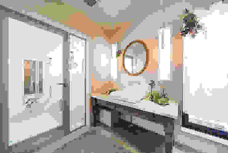 フレンチシャビーなインテリア パパママハウス株式会社 クラシックスタイルの お風呂・バスルーム