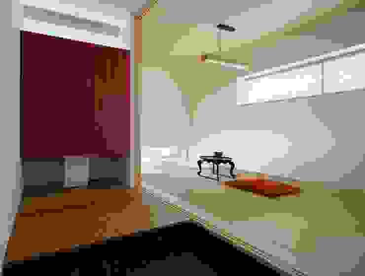 久保田正一建築研究所 Paredes y suelos de estilo clásico