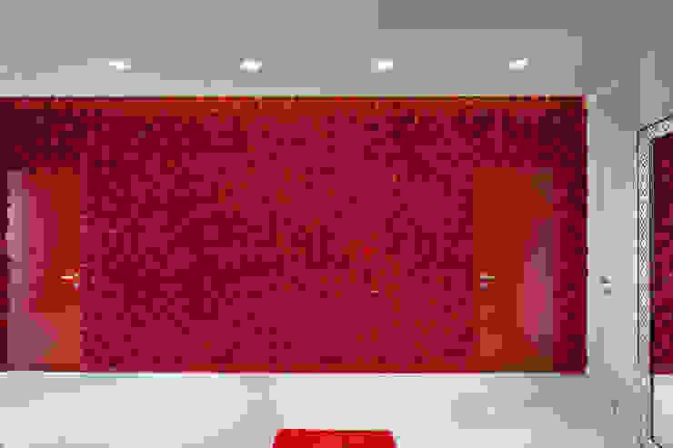 Fashion apartment Коридор, прихожая и лестница в стиле минимализм от Yakusha Design Минимализм