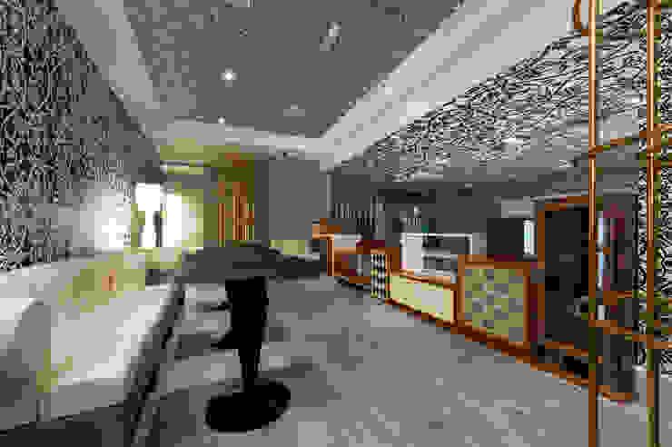 Sorveteria de Luxo Gelato Boutique STUDIO CAMILA VALENTINI Corredores, halls e escadas clássicos