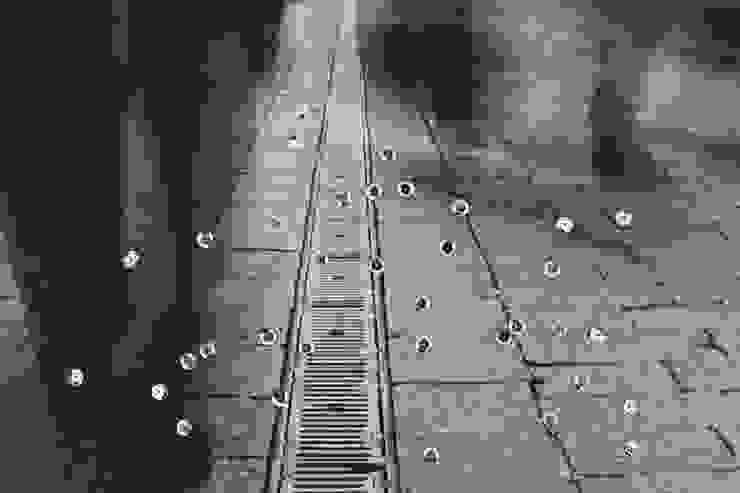 009: modern  door Lianne Louise, Modern