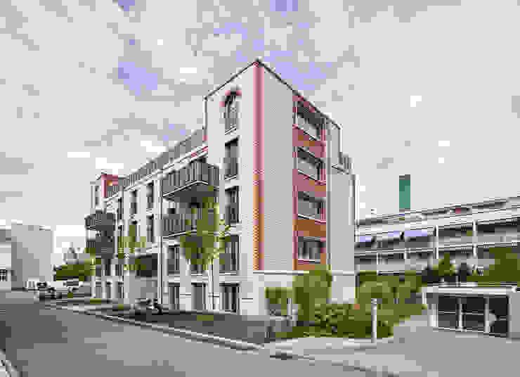 Süd-Westfassade Moderne Häuser von Käferstein & Meister Dipl. Architekten ETH BSA SIA Modern