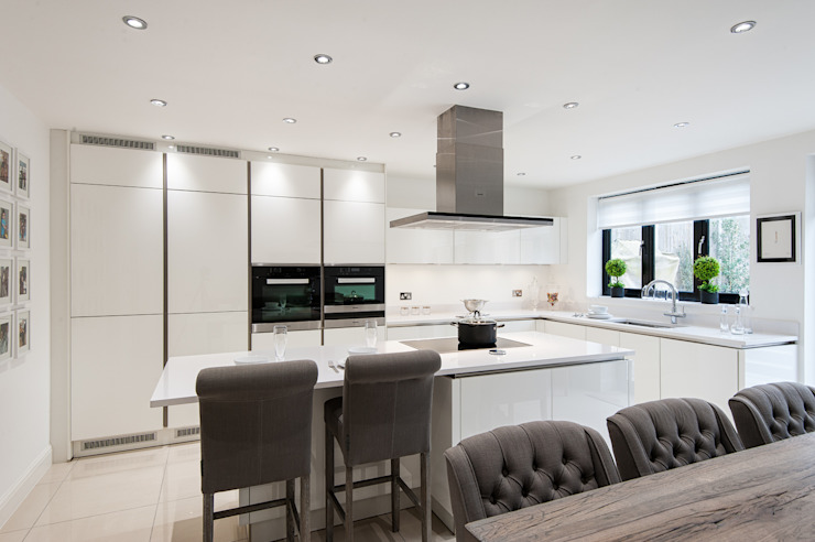Urban Theme high gloss white kitchen Modern kitchen by Urban Myth Modern
