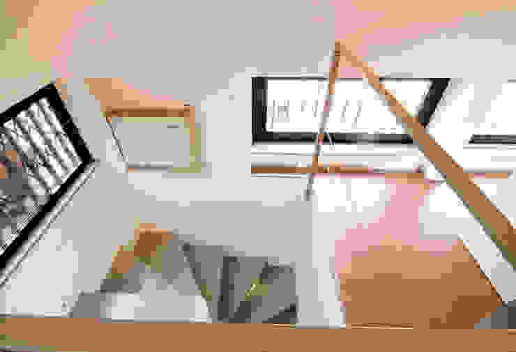Minimalist corridor, hallway & stairs by LF&Partners Minimalist