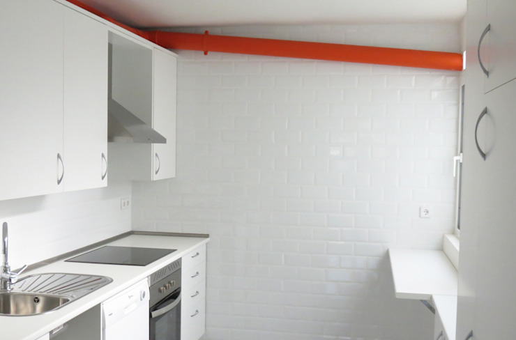 Vivienda en Pasamonte Cocinas de estilo moderno de homify Moderno