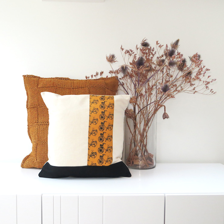 Mustard bike cushion par bymarie Classique