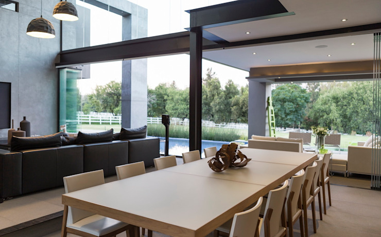 House in Blair Atholl Modern dining room by Nico Van Der Meulen Architects Modern