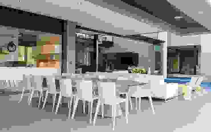 House in Blair Atholl Nico Van Der Meulen Architects Moderner Balkon, Veranda & Terrasse