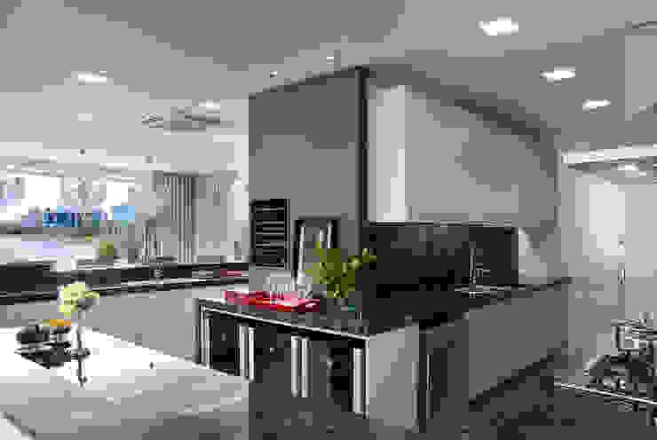 Casa da Praia / Beach House Cozinhas clássicas por Luciano Teston Clássico