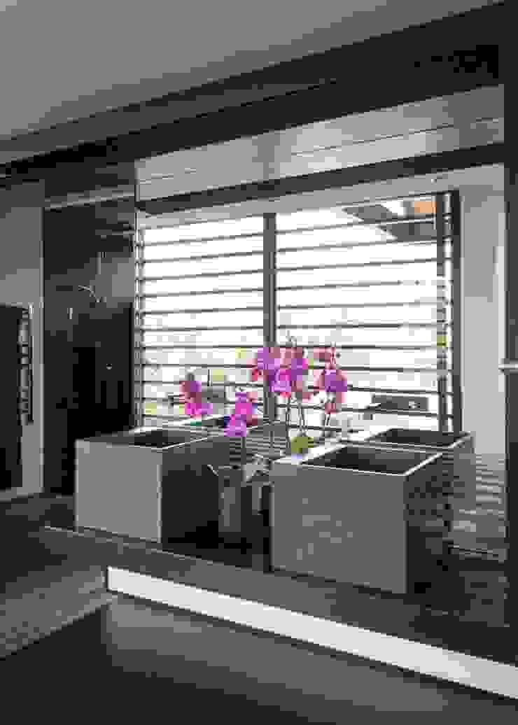 House in Blair Atholl Nico Van Der Meulen Architects Moderne Badezimmer