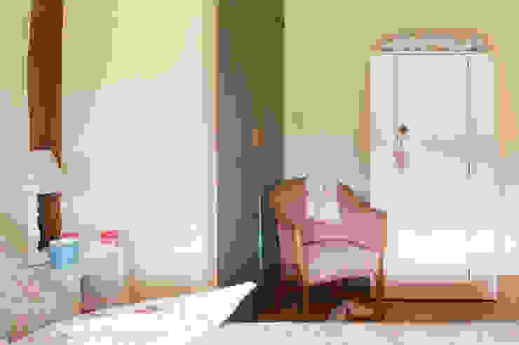 Vintage Chic Furniture de homify Rural