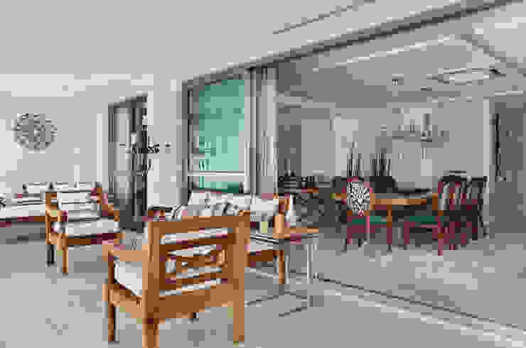 Apartamento na Barra da Tijuca Varandas, alpendres e terraços ecléticos por Ana Adriano Design de Interiores Eclético