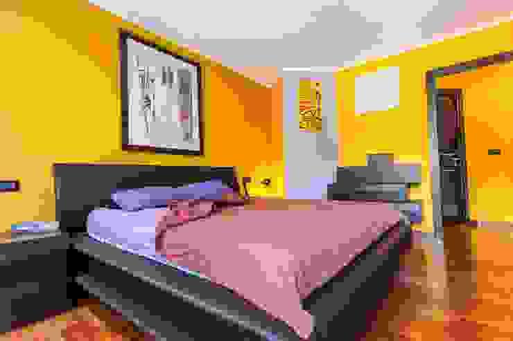 Modern style bedroom by UAU un'architettura unica Modern