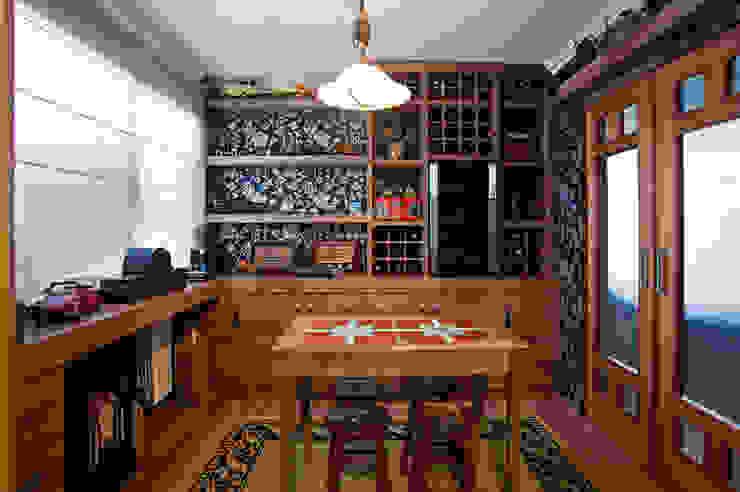 Rustic style wine cellar by Adriane Cesa Arquitetura Rustic