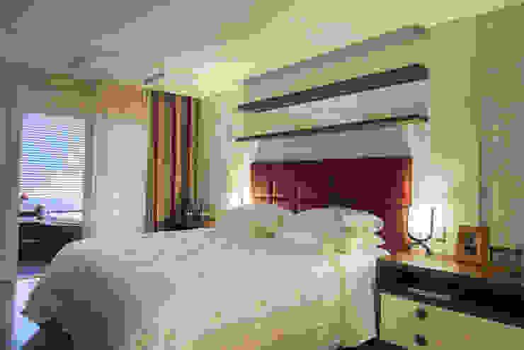 Dormitorios de estilo moderno de Adriane Cesa Arquitetura Moderno