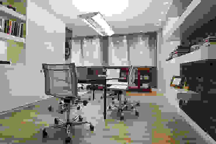 ESCRITORIO_2 Escritórios modernos por Adriane Cesa Arquitetura Moderno