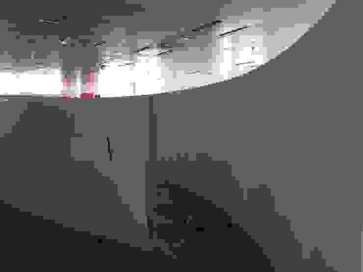 obra Oficinas y tiendas de estilo minimalista de La Compañía estudio Minimalista