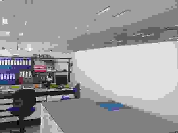 resultado final Oficinas y tiendas de estilo minimalista de La Compañía estudio Minimalista