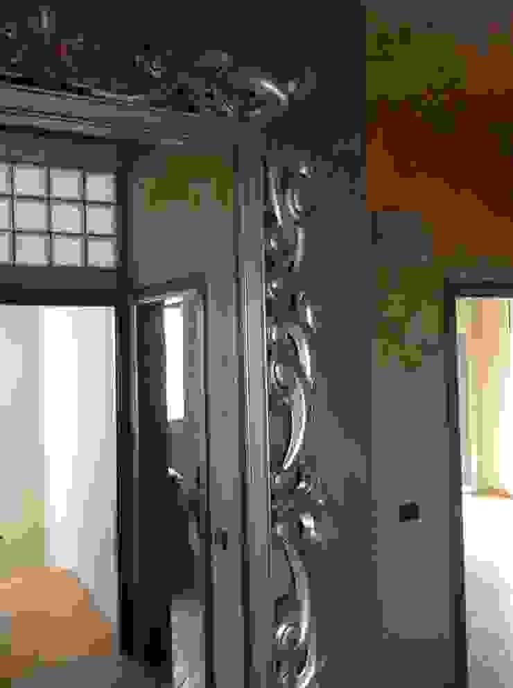 Pasillos, vestíbulos y escaleras modernos de Interior Design Stefano Bergami Moderno