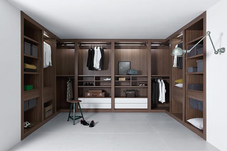 Sipario Walk In Wardrobe:  Dressing room by Campbell Watson,