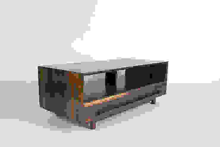 SOFA TABLE: Woodstudio MAUM의 현대 ,모던
