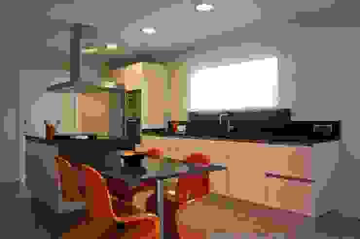 modelo color magnólia eurocuina Cocinas de estilo moderno