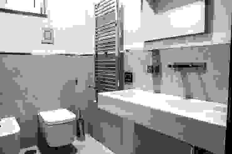 Bagno Bagno moderno di architetto Claudio D'onofrio Moderno