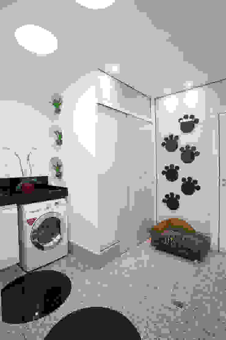 Apartamento Jatobá Paredes e pisos modernos por Designer de Interiores e Paisagista Iara Kílaris Moderno