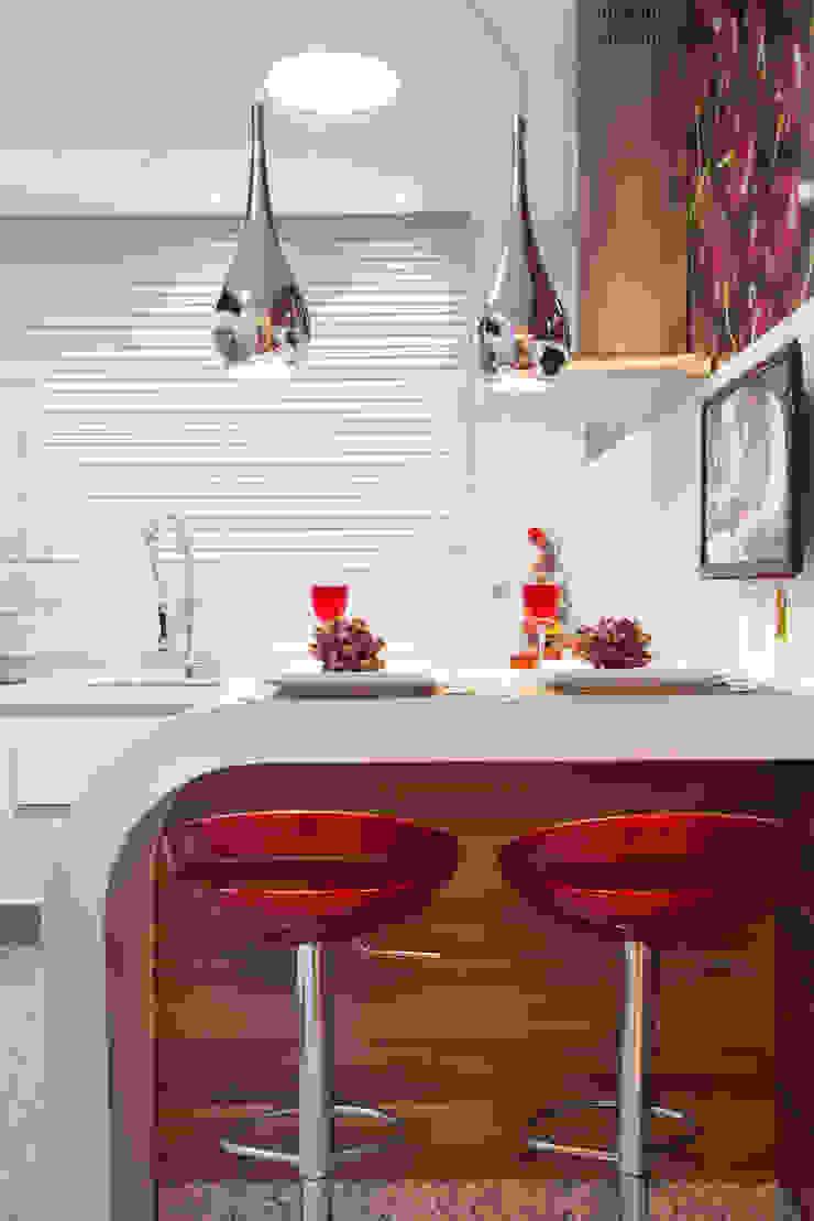 Apartamento Jatobá Cozinhas modernas por Designer de Interiores e Paisagista Iara Kílaris Moderno