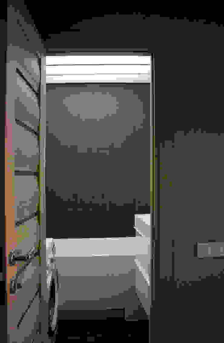 ванная Ванная комната в стиле минимализм от artemuma - архитектурное бюро Минимализм