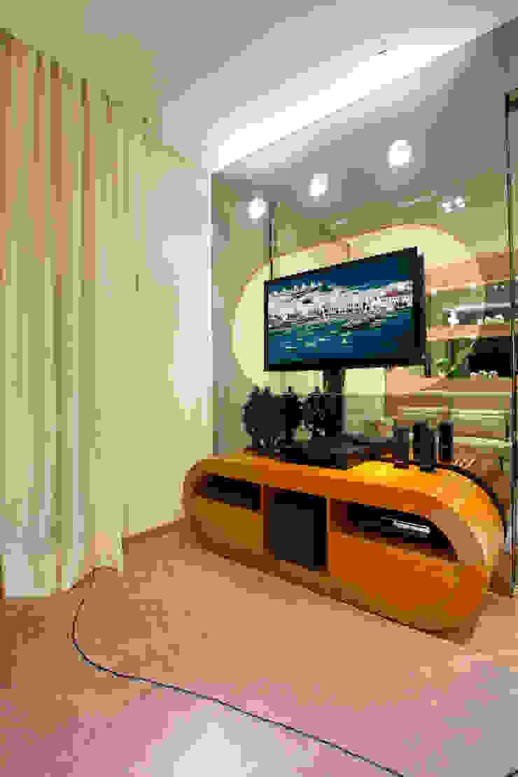 Apartamento Jatobá Salas multimídia modernas por Designer de Interiores e Paisagista Iara Kílaris Moderno