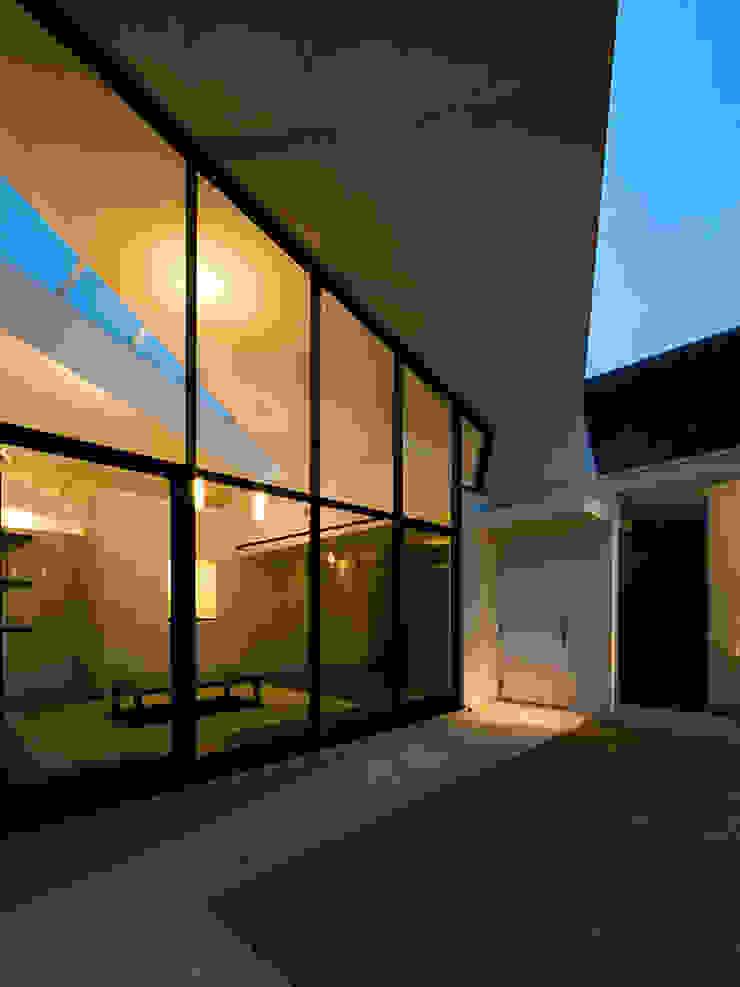 コトコト モダンな 家 の +0 atelier | プラスゼロアトリエ モダン