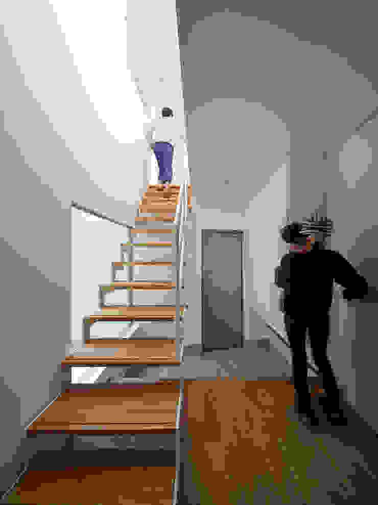 TOUFU モダンスタイルの 玄関&廊下&階段 の +0 atelier   プラスゼロアトリエ モダン