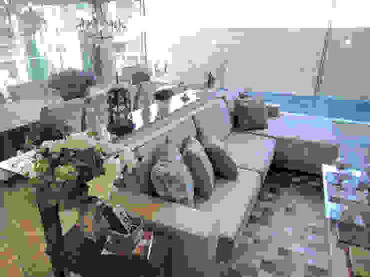 Living Salas de estar clássicas por Gabriela Herde Arquitetura & Design Clássico