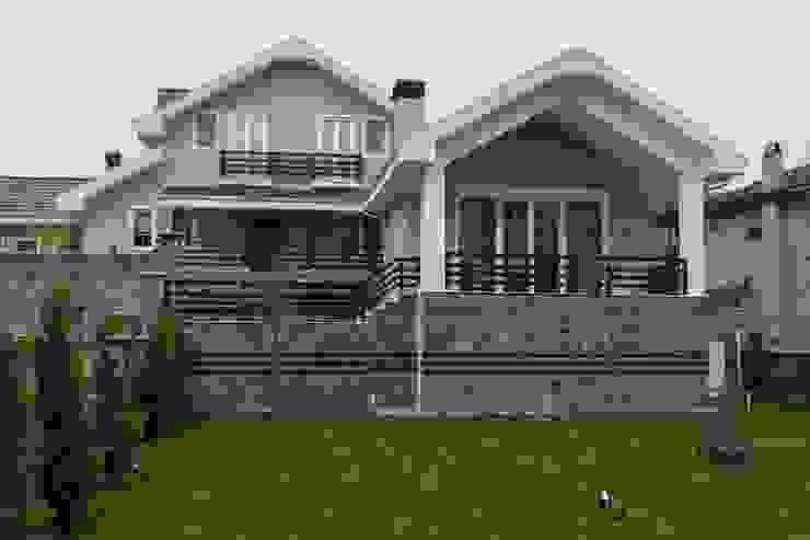 K.M EVİ, SAKARYA Modern Balkon, Veranda & Teras NUUN MİMARLIK Modern