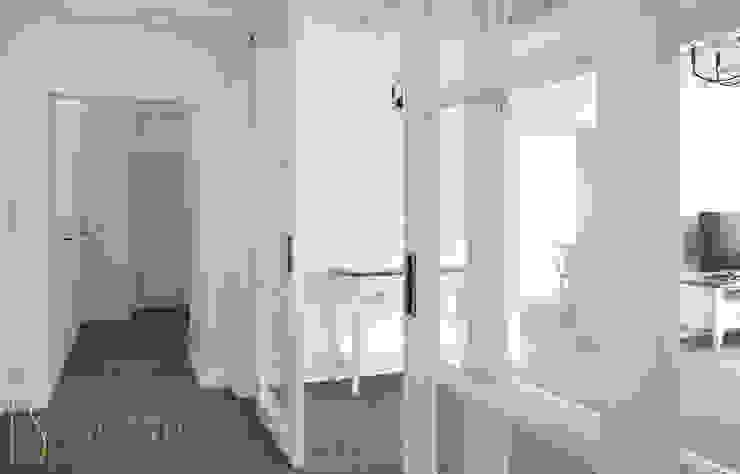Раздвижная дверь в гостиную ISDesign group s.r.o. Гостиная в стиле кантри