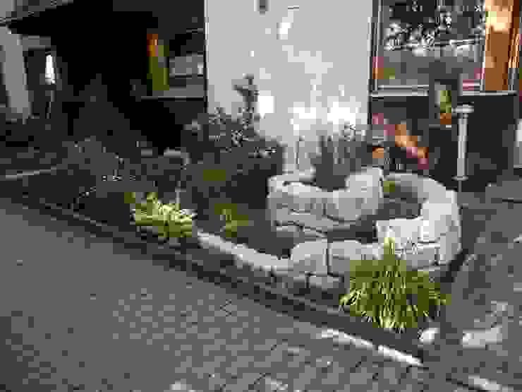 Garden by Raum-Künstler.in, Mediterranean