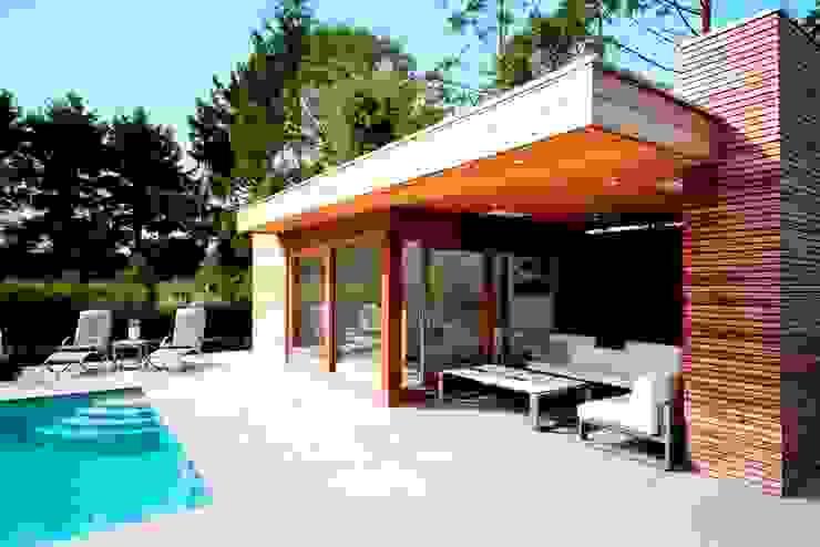 Moderne poolhouse. Moderne tuinen van Vetrabo Modern