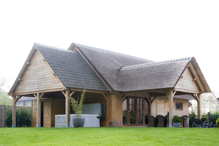 Bijgebouw in Engelse stijl. Landelijke tuinen van Vetrabo Landelijk