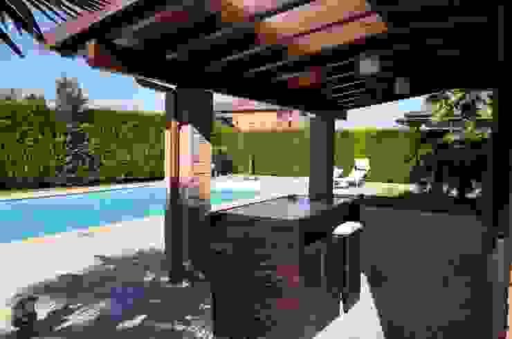 Classic style balcony, veranda & terrace by Alfa Porticati S.r.l.s. Classic