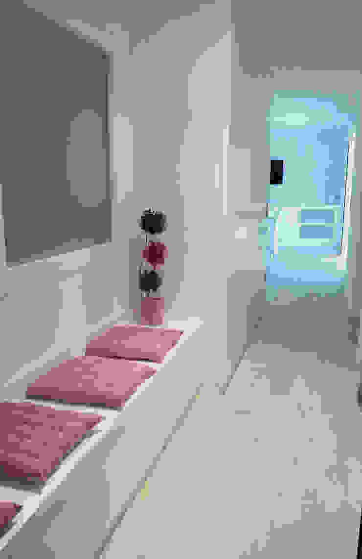 Proyecto de reforma integral Pasillos, vestíbulos y escaleras de estilo moderno de Carmen Fernandez Interiorismo y Eventos Moderno