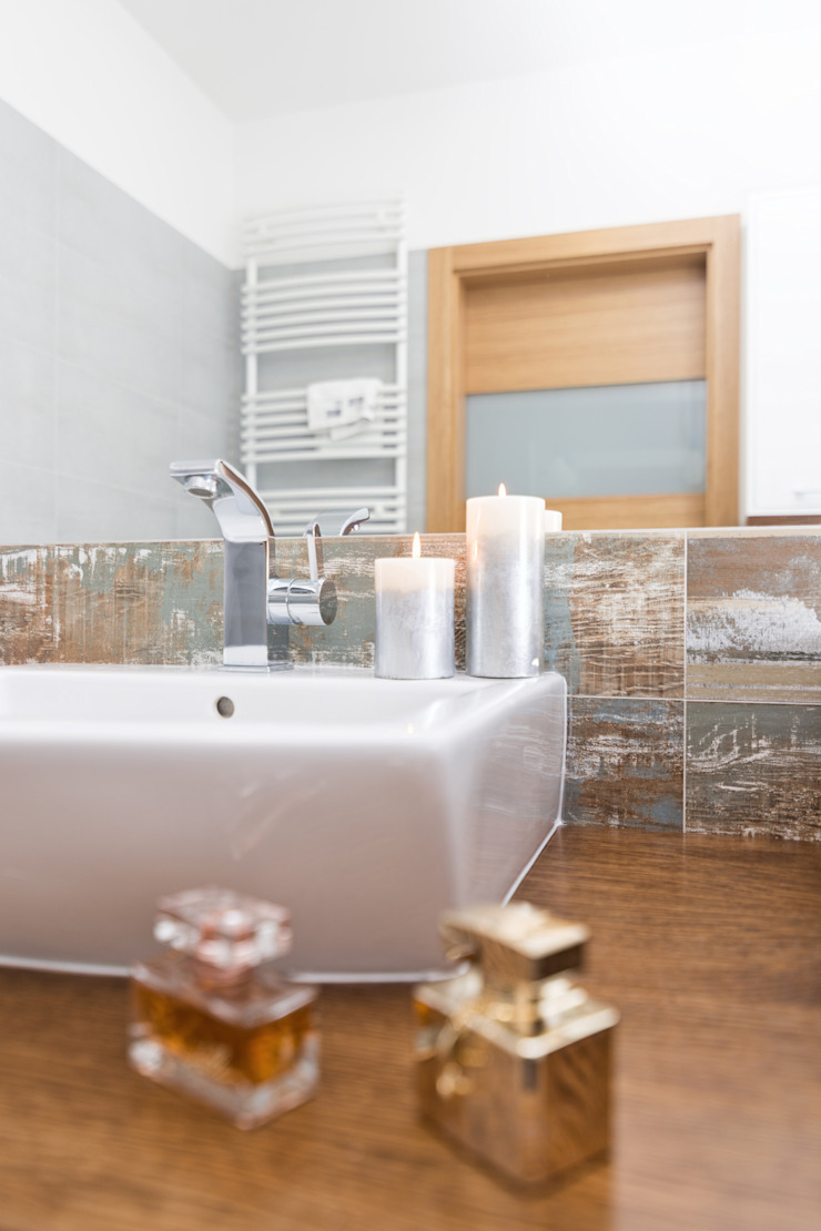 MIESZKANIE 74 M2 Minimalistyczna łazienka od KRAMKOWSKA|PRACOWNIA WNĘTRZ Minimalistyczny