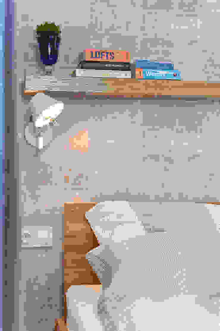 MIESZKANIE 74 M2 Minimalistyczna sypialnia od KRAMKOWSKA|PRACOWNIA WNĘTRZ Minimalistyczny
