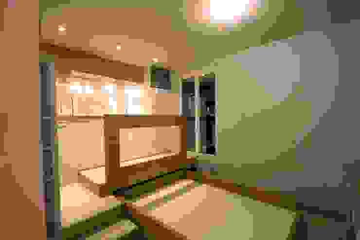 Livings modernos: Ideas, imágenes y decoración de atelier instant t Moderno