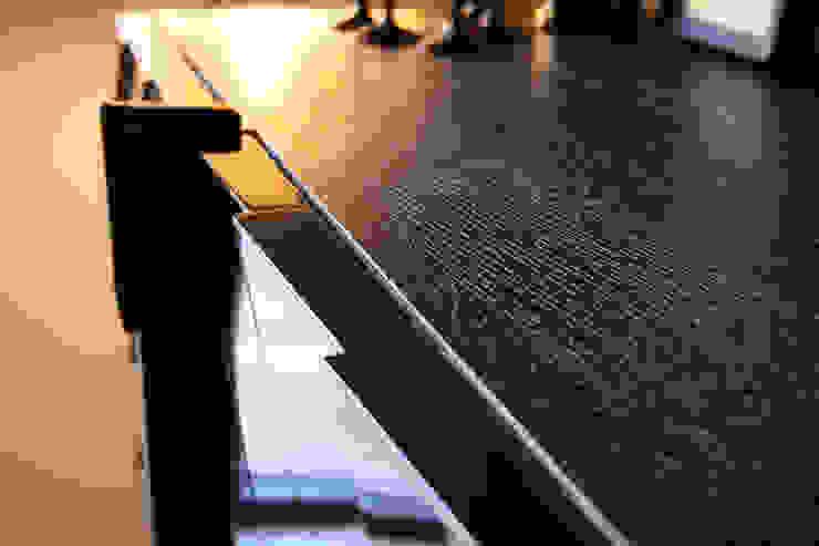 Detalle mueble aparador Satisfaction, Serie Ultramar de JUAN ARES Marine Design Ecléctico