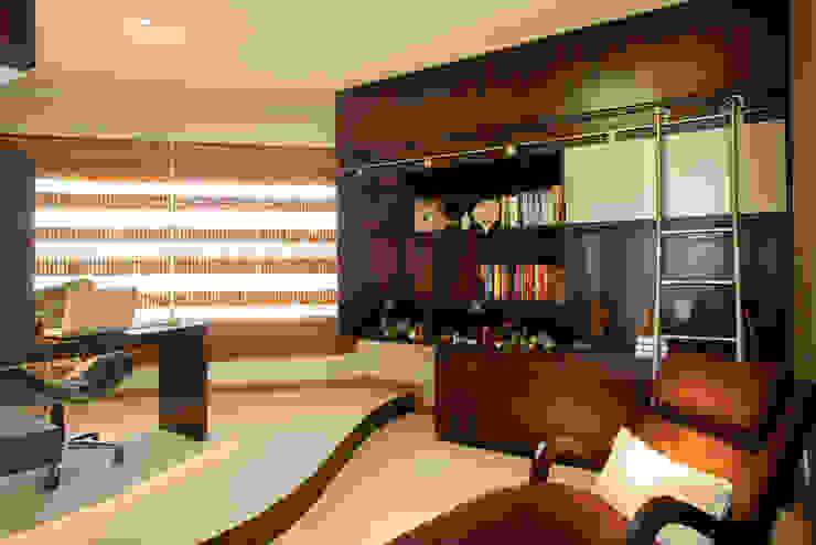 Рабочий кабинет в стиле модерн от Arquiteto Aquiles Nícolas Kílaris Модерн