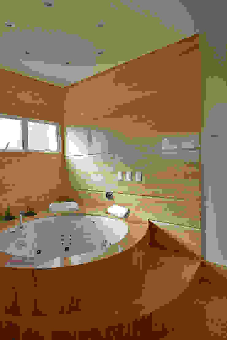 Casa Piracicaba Banheiros modernos por Arquiteto Aquiles Nícolas Kílaris Moderno