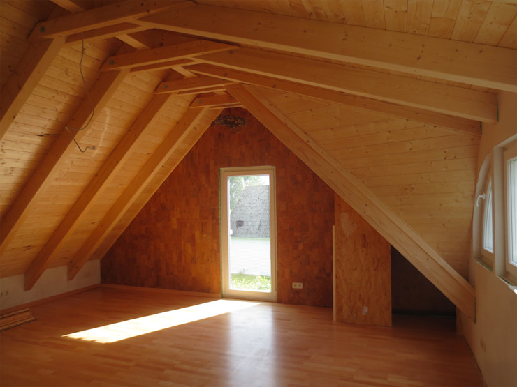 Der Blick innen Richtung französisches Fenster. Skandinavische Schlafzimmer von Andreßen Architekten Skandinavisch