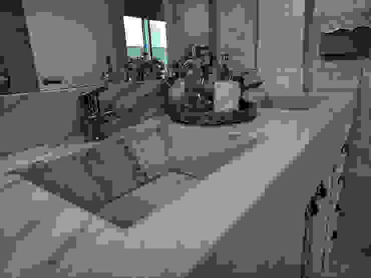 Sala de Banho Banheiros clássicos por Gabriela Herde Arquitetura & Design Clássico